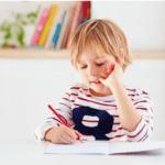 Роспотребнадзор рассказал, как правильно организовать рабочее место школьника дома